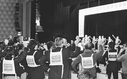 現場の声を聞け 介護報酬削るな  老人保健施設協会集会に2000人  小池議員出席