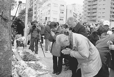 """""""戦火二度と""""誓う平和  東京大空襲70年 「9条守ろう」  台東で追悼集会 小池議員が出席"""