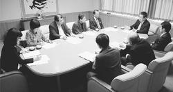 医療介護保険 制度改悪阻止 共同を/小池副委員長 中央社保協と懇談