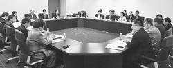 「戦争立法」阻止へ懇談/党国会議員団と法律家6団体