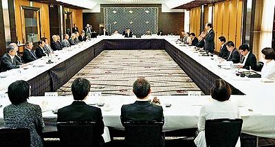 戦争法案 阻止へ力合わせよう/日弁連・弁政連と共産党が懇談会