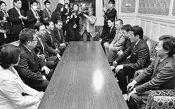 共産党新役員、各党あいさつ/志位氏「共闘・論戦さらに」