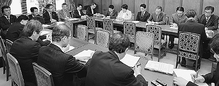 熊本地震 避難生活改善に全力/現地へ きょう小池氏・来月上旬に志位氏/共産党議員団の対策本部が確認
