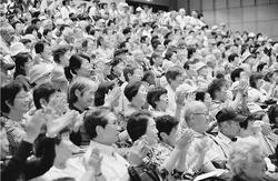 東京の未来 鳥越さんに託そう/5野党連帯 熱く訴え/北区個人演説会 聴衆ぎっしり
