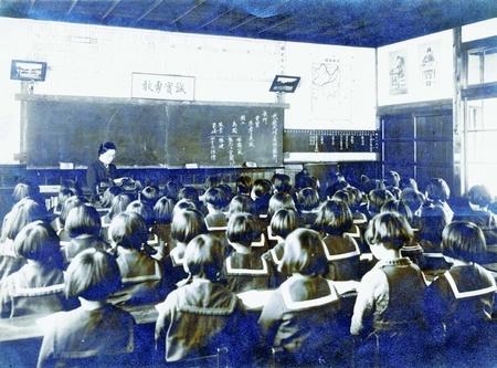 """戦争は教室から始まる。軍国少女・少年を再びつくってはいけない   教育勅語""""教材否定せず"""" に大反対"""