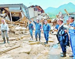 西日本豪雨/被災者に要望聞く/小池書記局長ら広島市で調査
