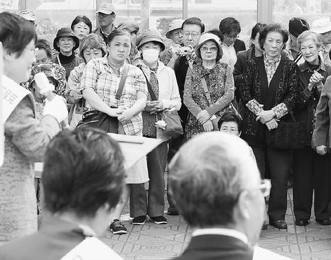 """""""共産党勝って増税止めて""""/東京での小池氏ら演説、足止めた聴衆は"""