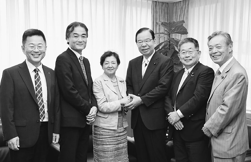 嘉田新参院議員が党本部訪問 志位委員長、小池書記局長が応対