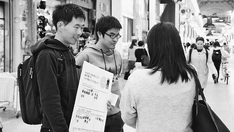 """高知県知事選24日投票/青年、連日の宣伝・発信/""""松本さんと政治変える"""""""