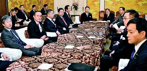 新型コロナ対策 政府・与野党が協議会設立