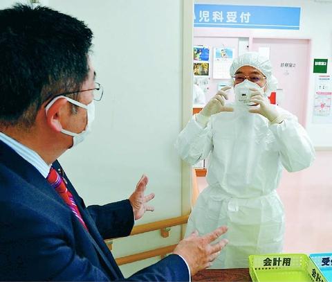 発熱外来 支援足りず  東京 小池書記局長が病院で聞き取り