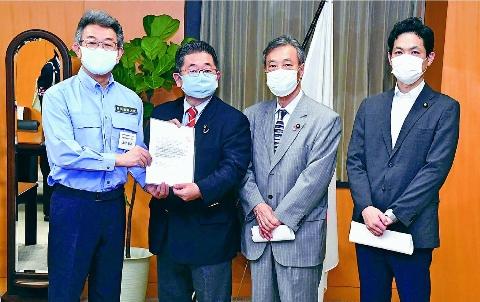写真:武田防災担当相に申し入れ