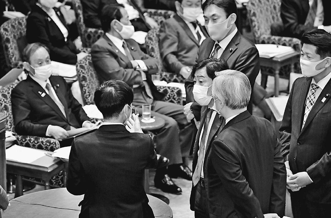 審議中断12回30分 手元の紙を棒読み 小池書記局長質問に菅首相しどろもどろ