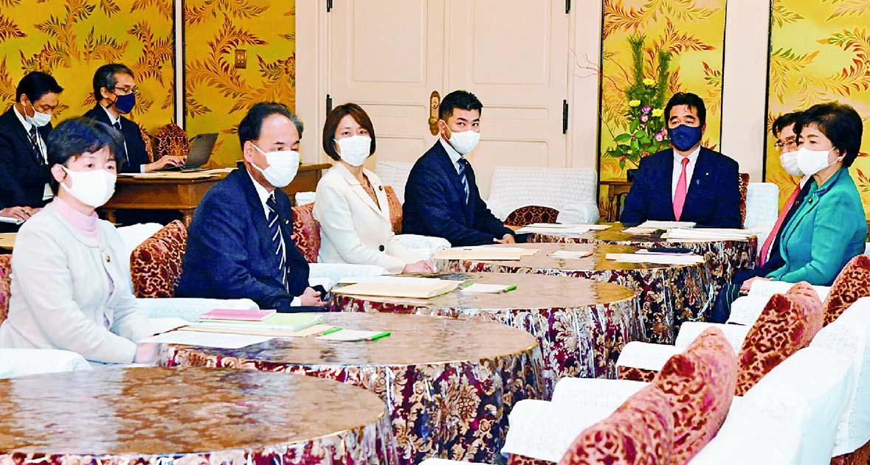(写真)政府・与野党連絡協議会。左から3人目は田村智子政策委員長=1月8日、国会内