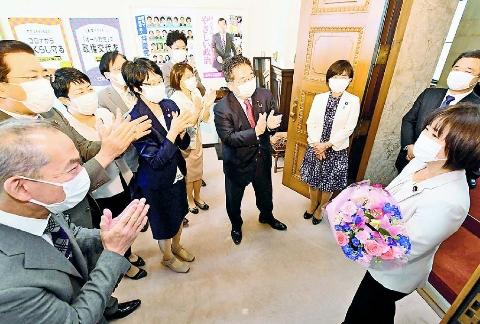 野党共闘 衆院選さらに 宮口新参院議員ら党控室を訪問
