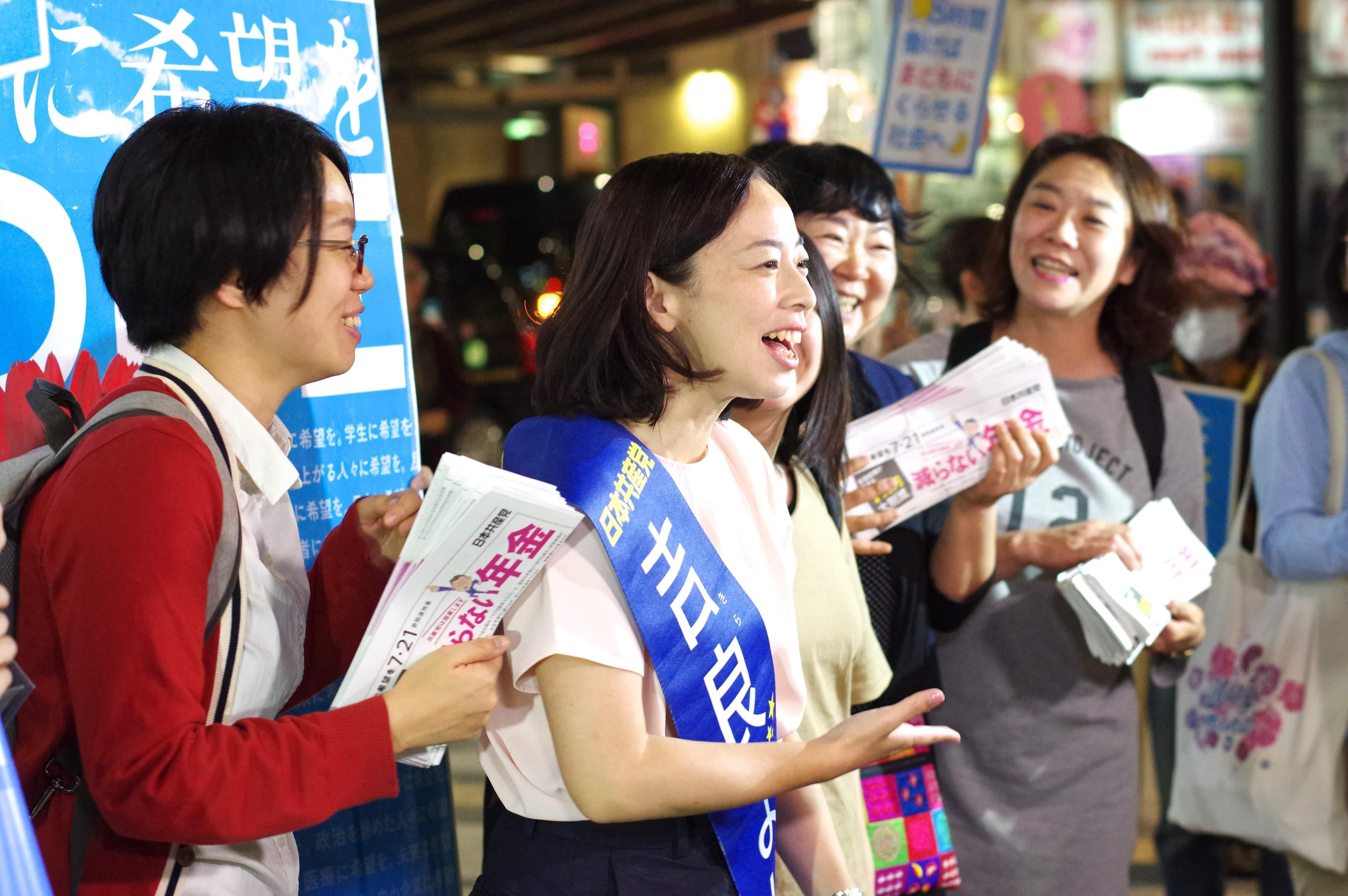 写真 新宿で対話する吉良さん