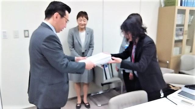 東京署名提出.JPG