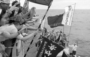 月間学習2017年4月号 写真 北緯27度線上で海上大会(1966年)