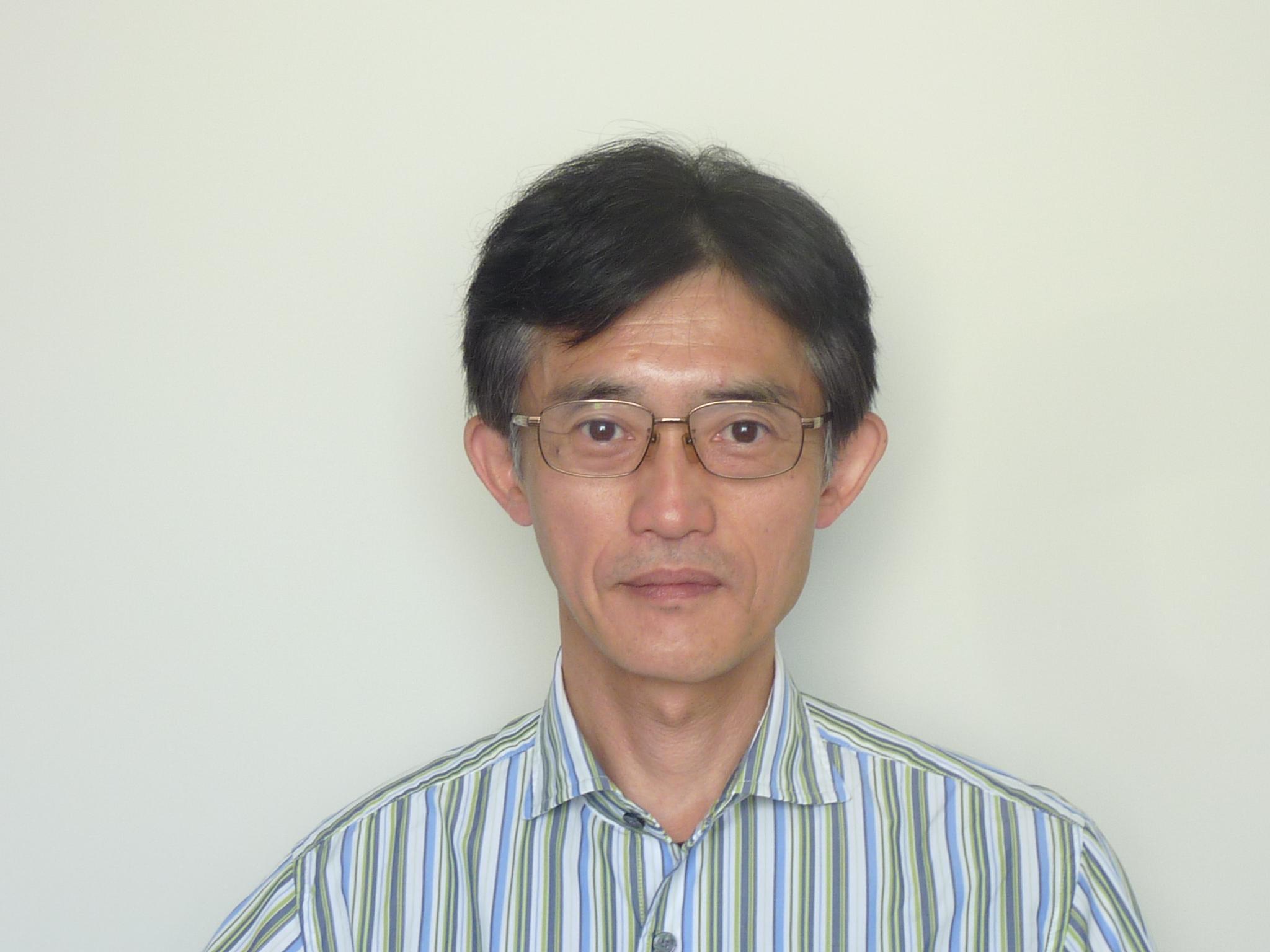 青年・学生委員会事務局長 辻 慎一