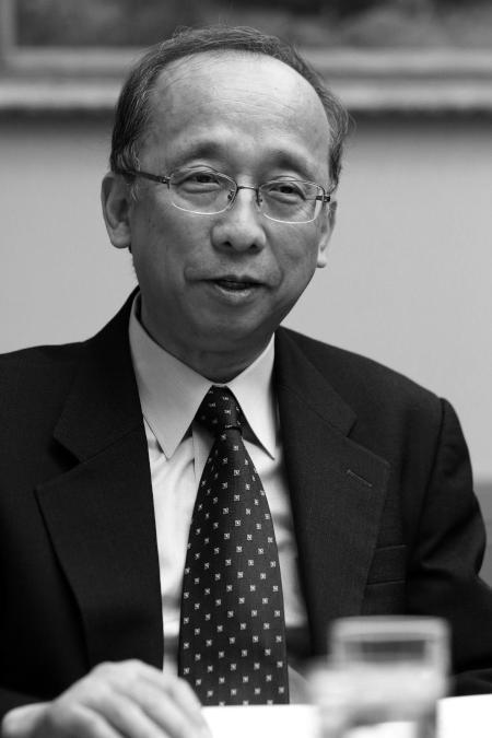 社会科学研究所副所長 山口富男