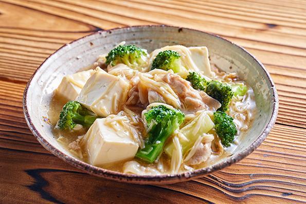 料理写真・豆腐とブロッコリーの塩煮